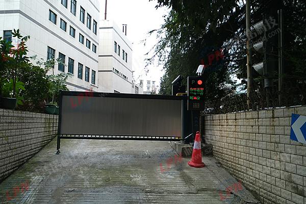 广告道闸案例-贵阳电信地下车库